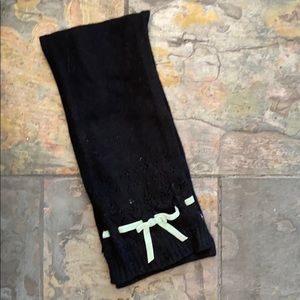 Gap black scarf w mint bow